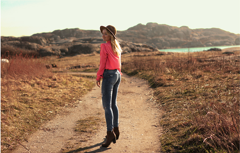 Romantic spring look pink blouse